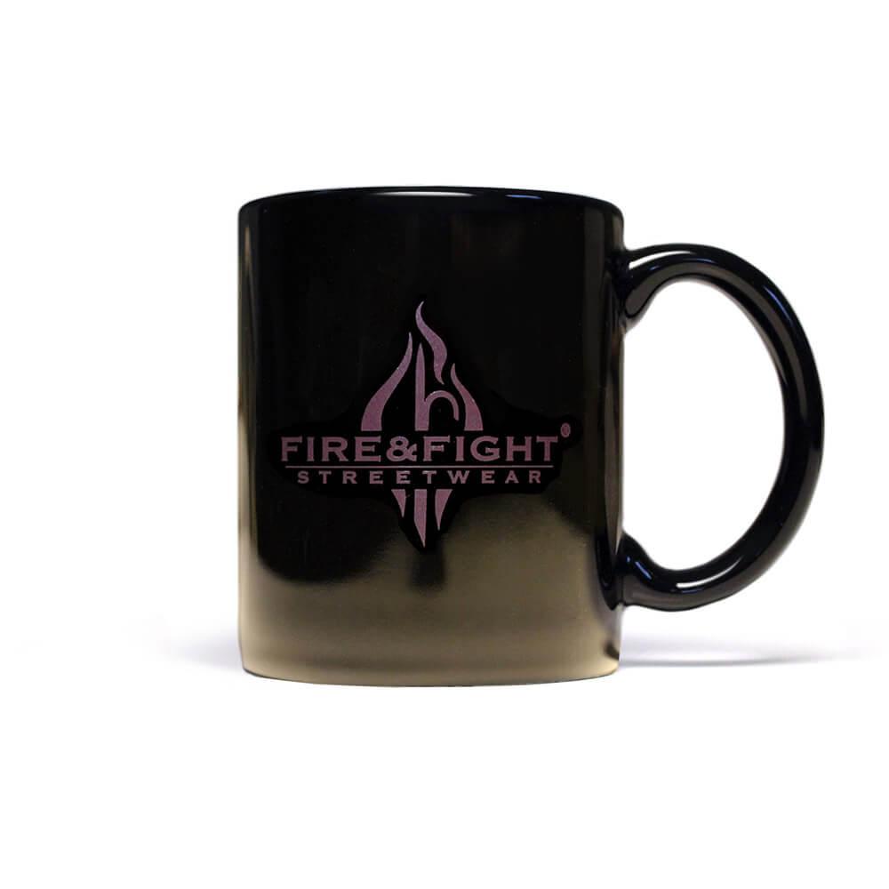 relaxt eine Feuerwehrfrau - Kaffeebecher