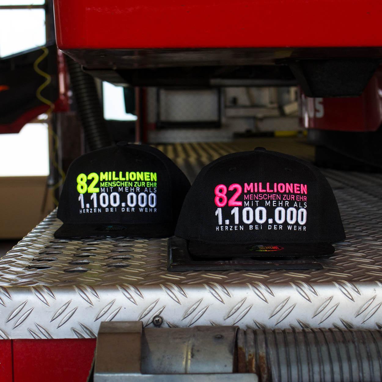 82 Millionen Feuerwehr - Design Snapback Pink Line