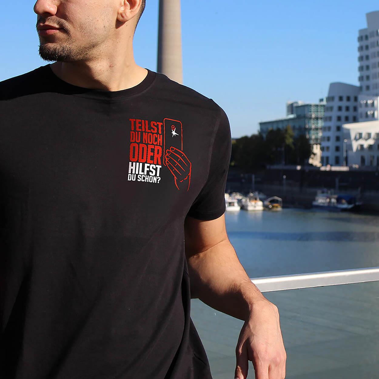 Hilfst Du schon oder teilst Du noch - Männer T-Shirt schwarz