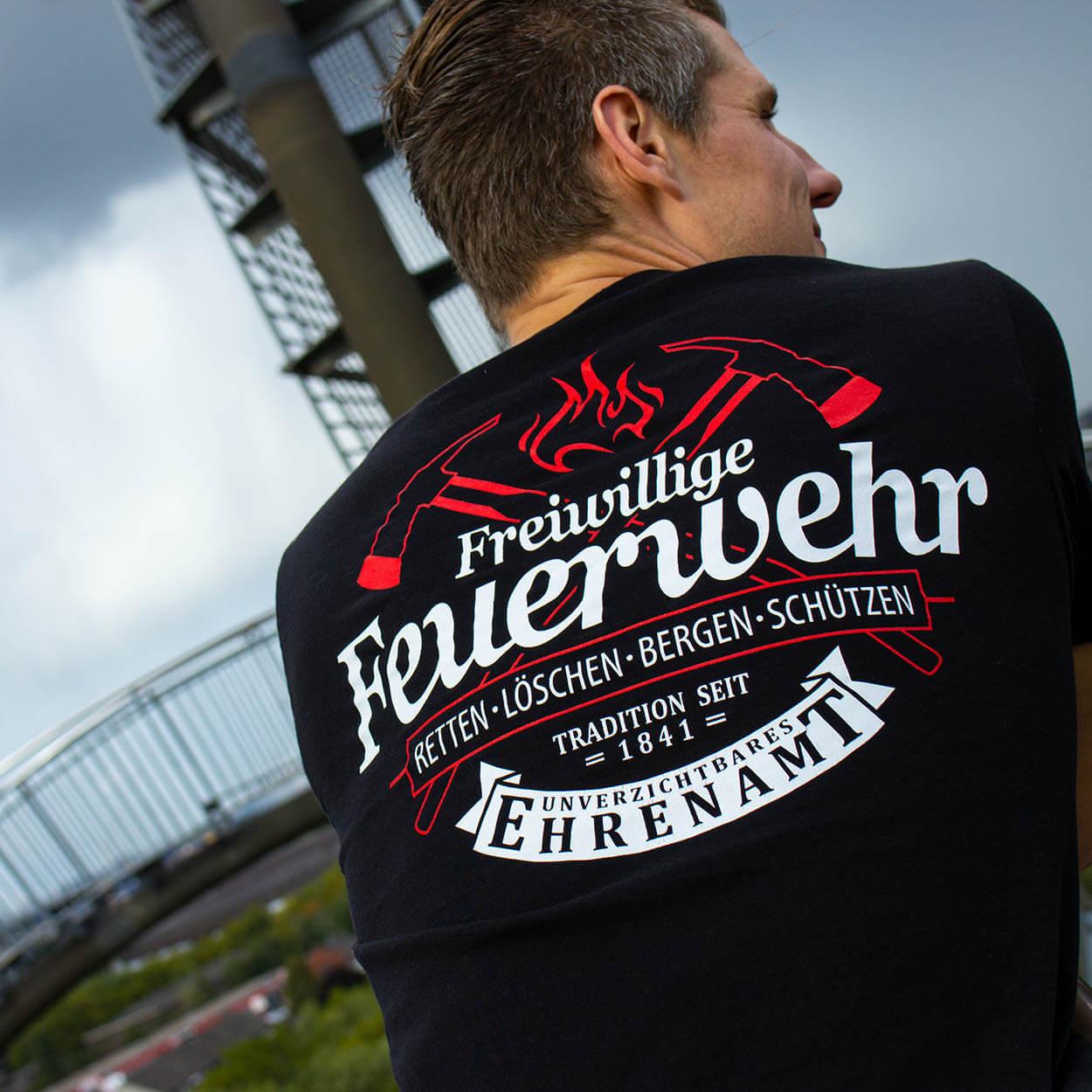 Unverzichtbares Ehrenamt Feuerwehr - Männer T-Shirt